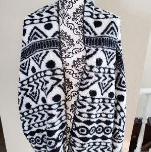 Brand new LuLaRoe teddy bear coat with pockets